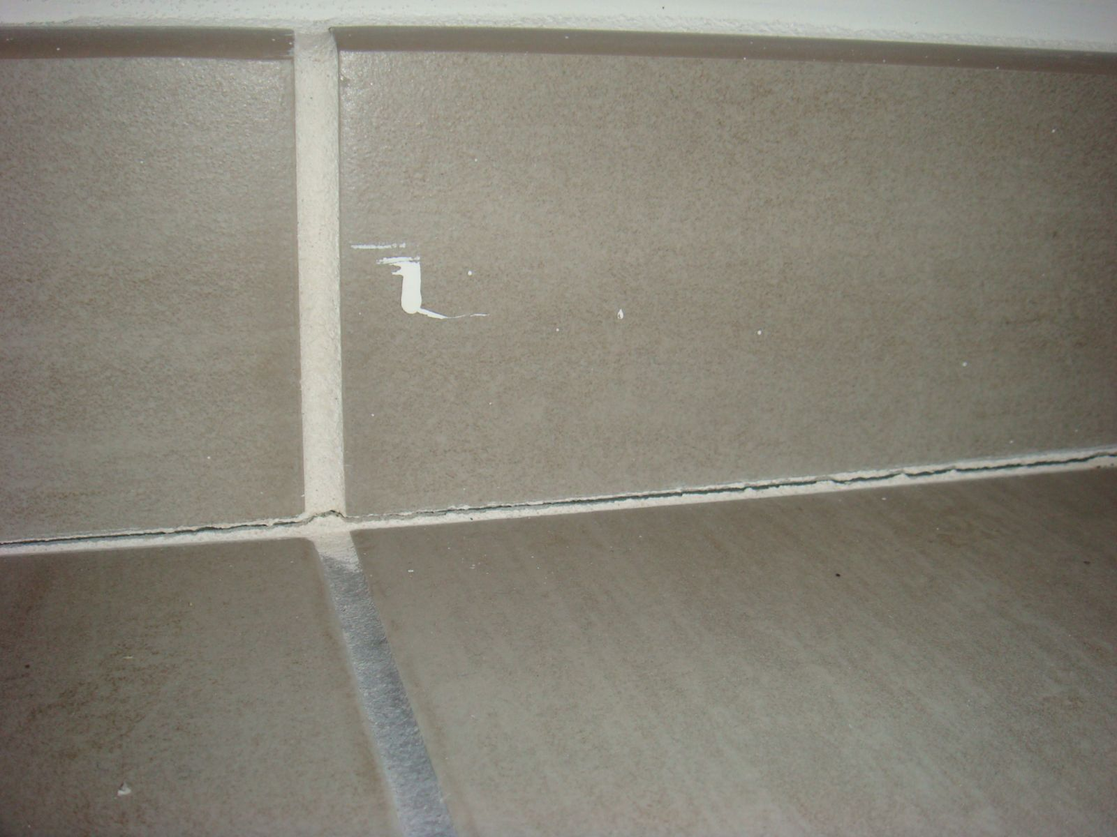 Joints de carrelage qui se fissurent for Peinture pour joint de carrelage