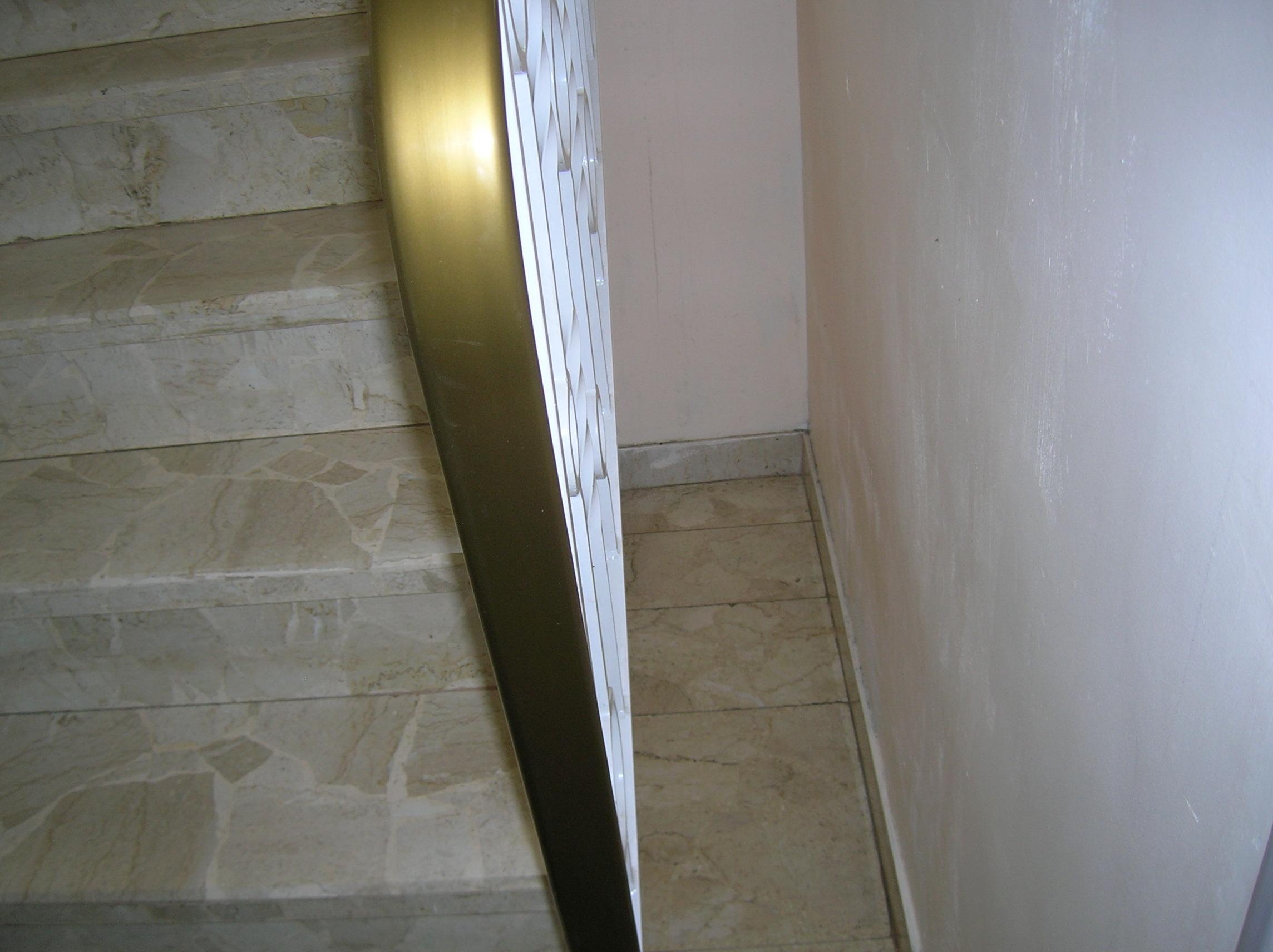 espace entre un mur et un escalier impossible de n. Black Bedroom Furniture Sets. Home Design Ideas