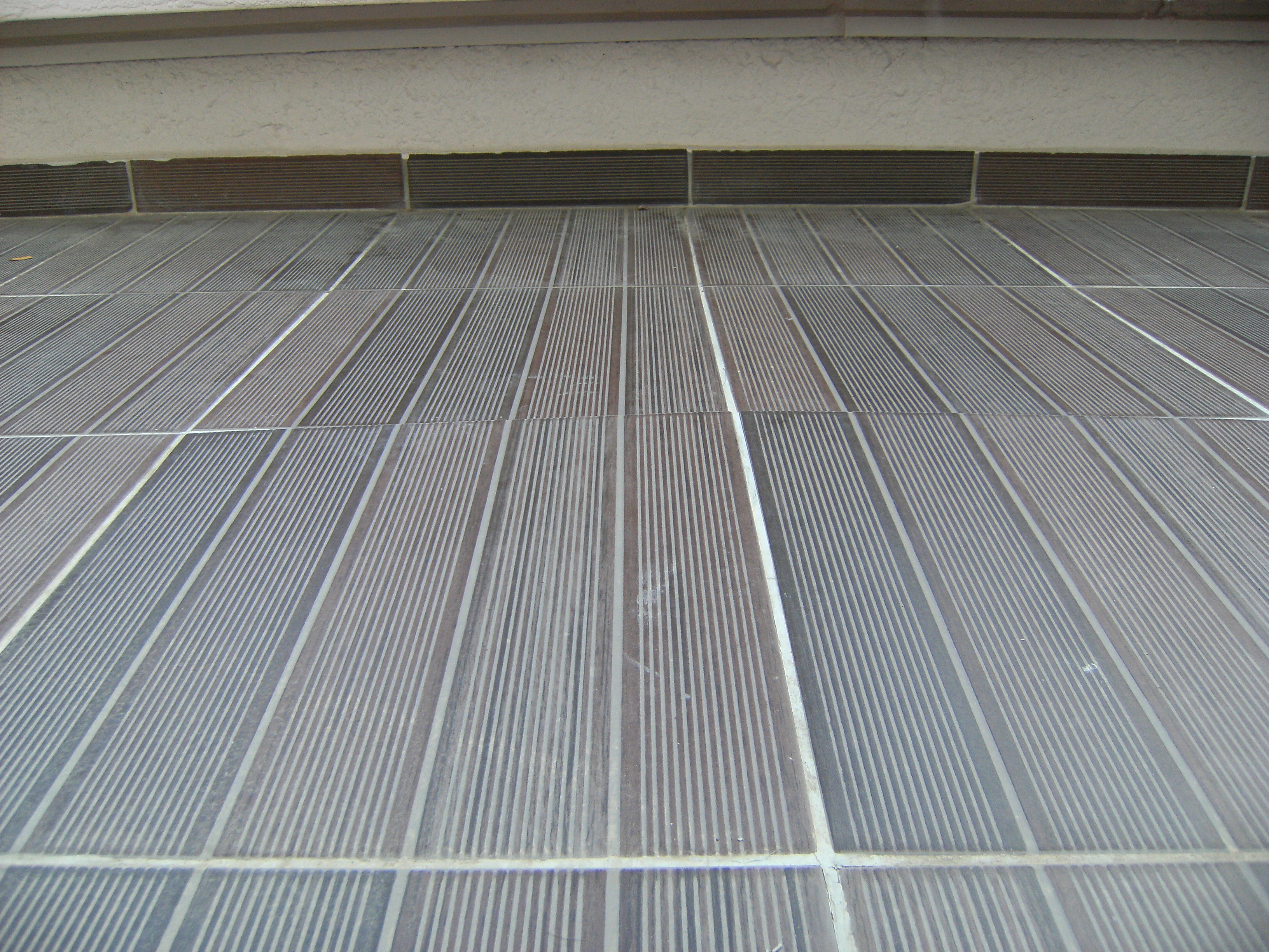 Carrelage de terrasse qui se soul ve for Faire joint de carrelage exterieur