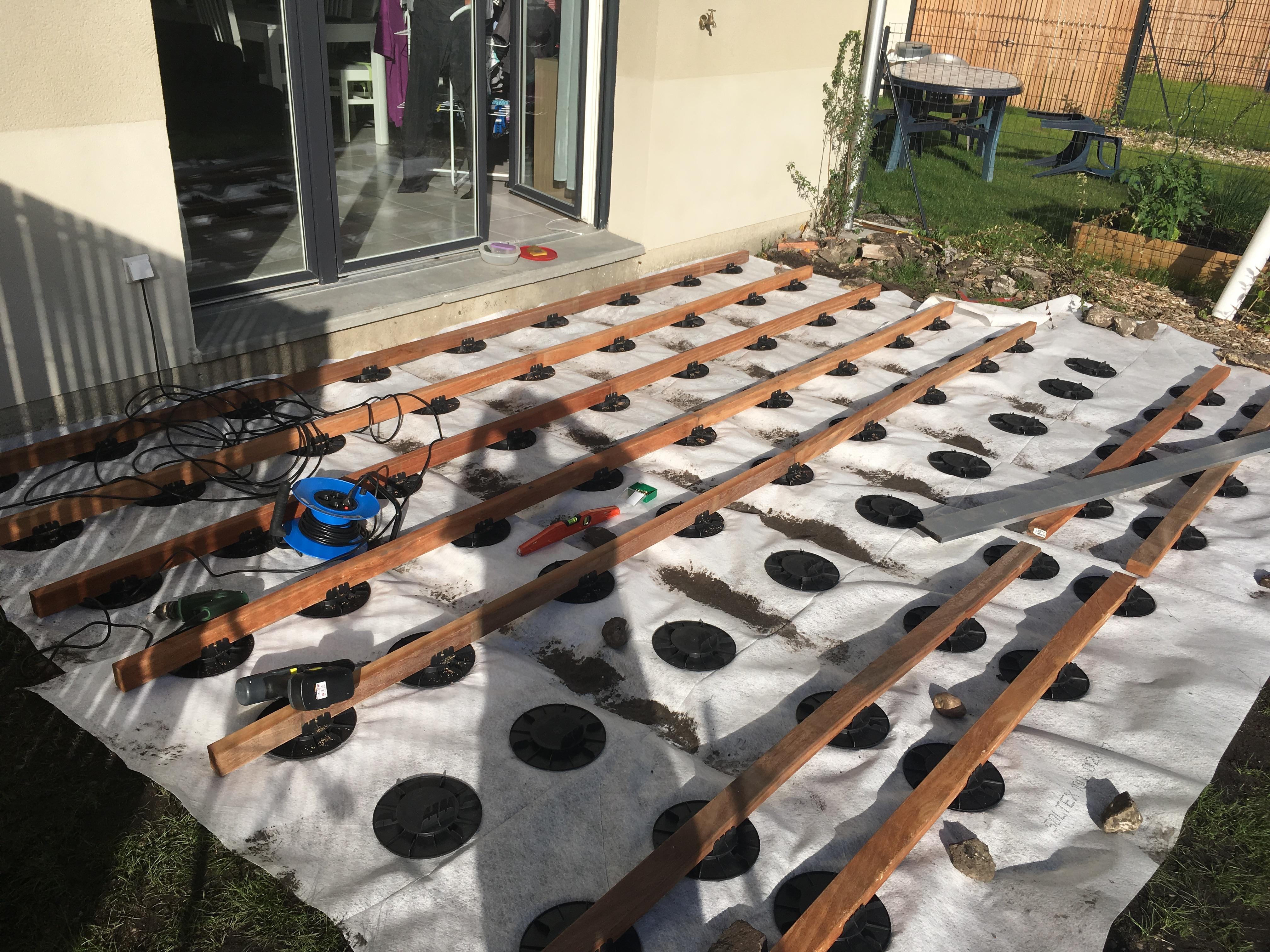 Comment Fixer Une Tonnelle Sans Percer fixer une tonnelle autoportante sur lame terrasse
