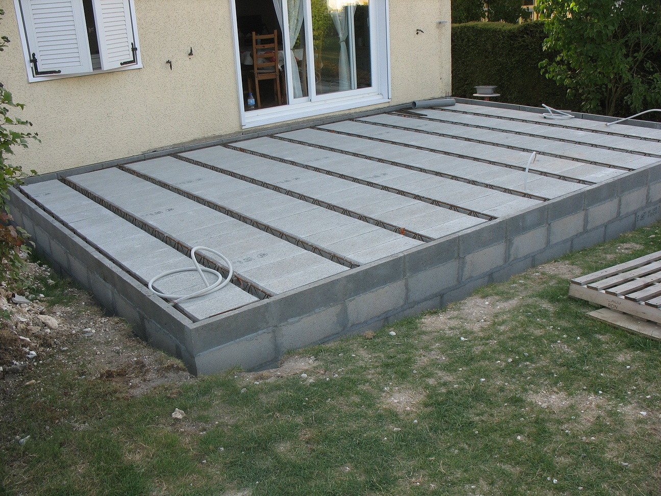 Spot encastrables dans terrasse beton hourdis communaut - Dalle clipsable leroy merlin ...