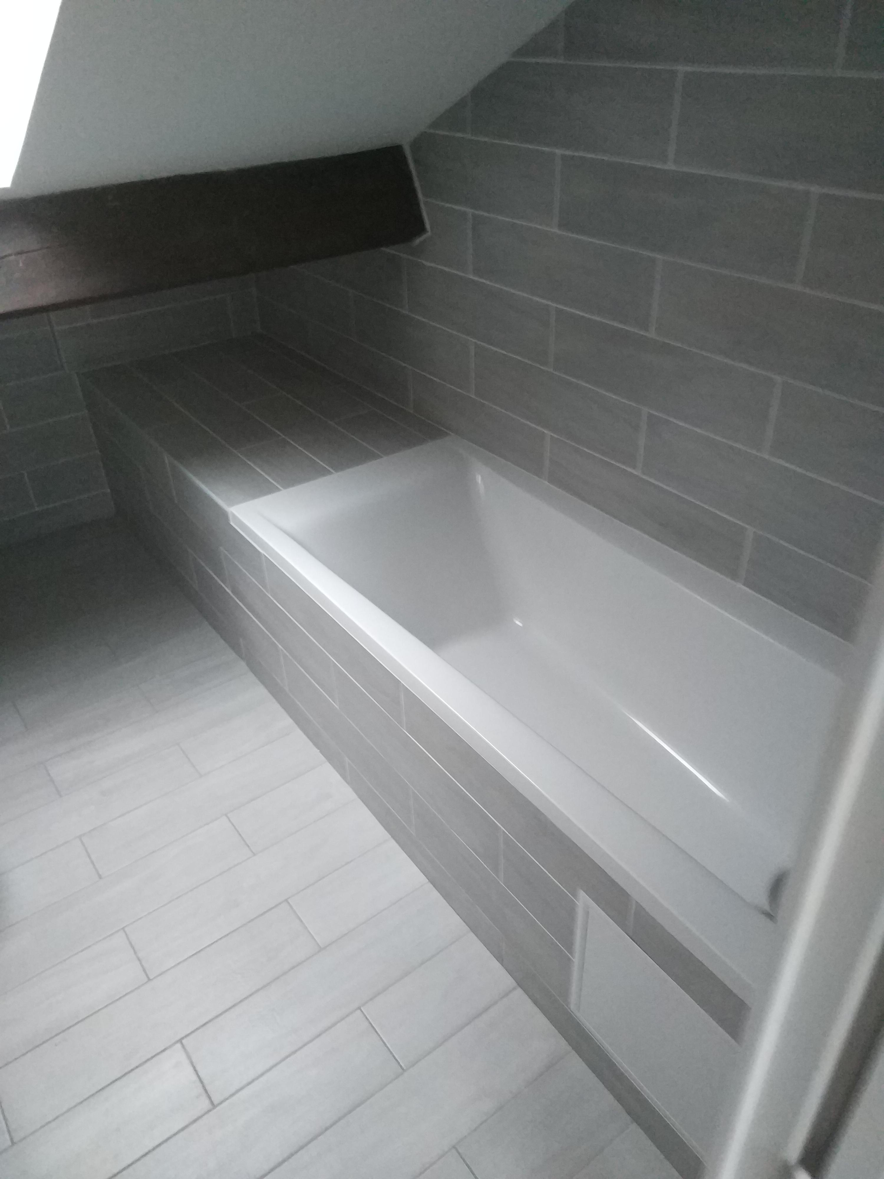 Baignoire Sous Les Combles salle de bains sous plafond incliné, des solutions