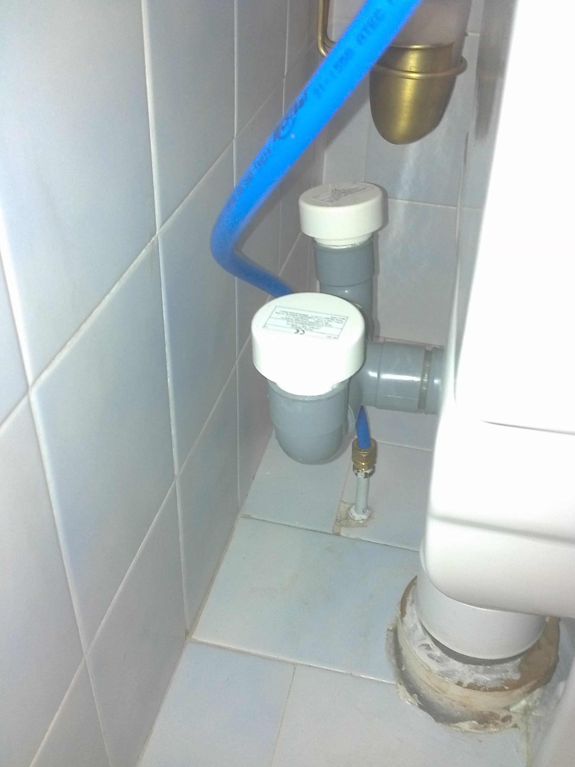 Installer un wc pose d 39 un wc suspendu par leroy merlin for Leroy merlin wc broyeur