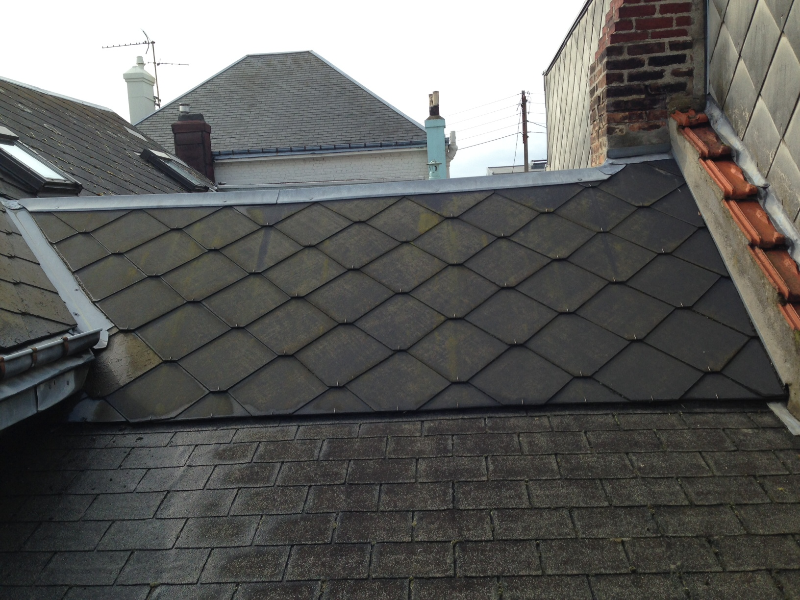 Installation d 39 une chemin e de toit sur toit en ar communaut leroy merlin - Liteau leroy merlin ...