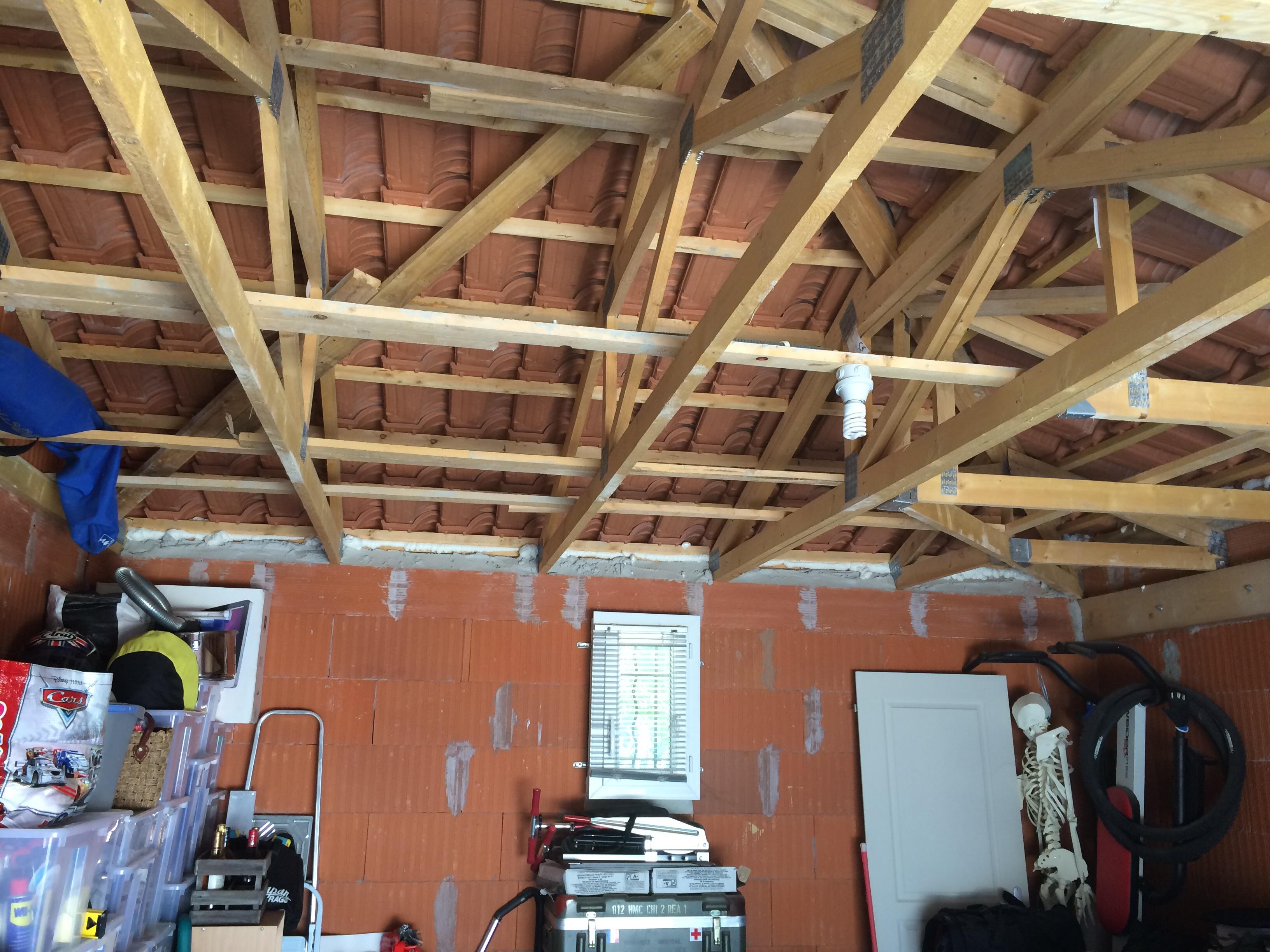 re plafond suspendu sur charpente 3 pentes communaut leroy merlin. Black Bedroom Furniture Sets. Home Design Ideas