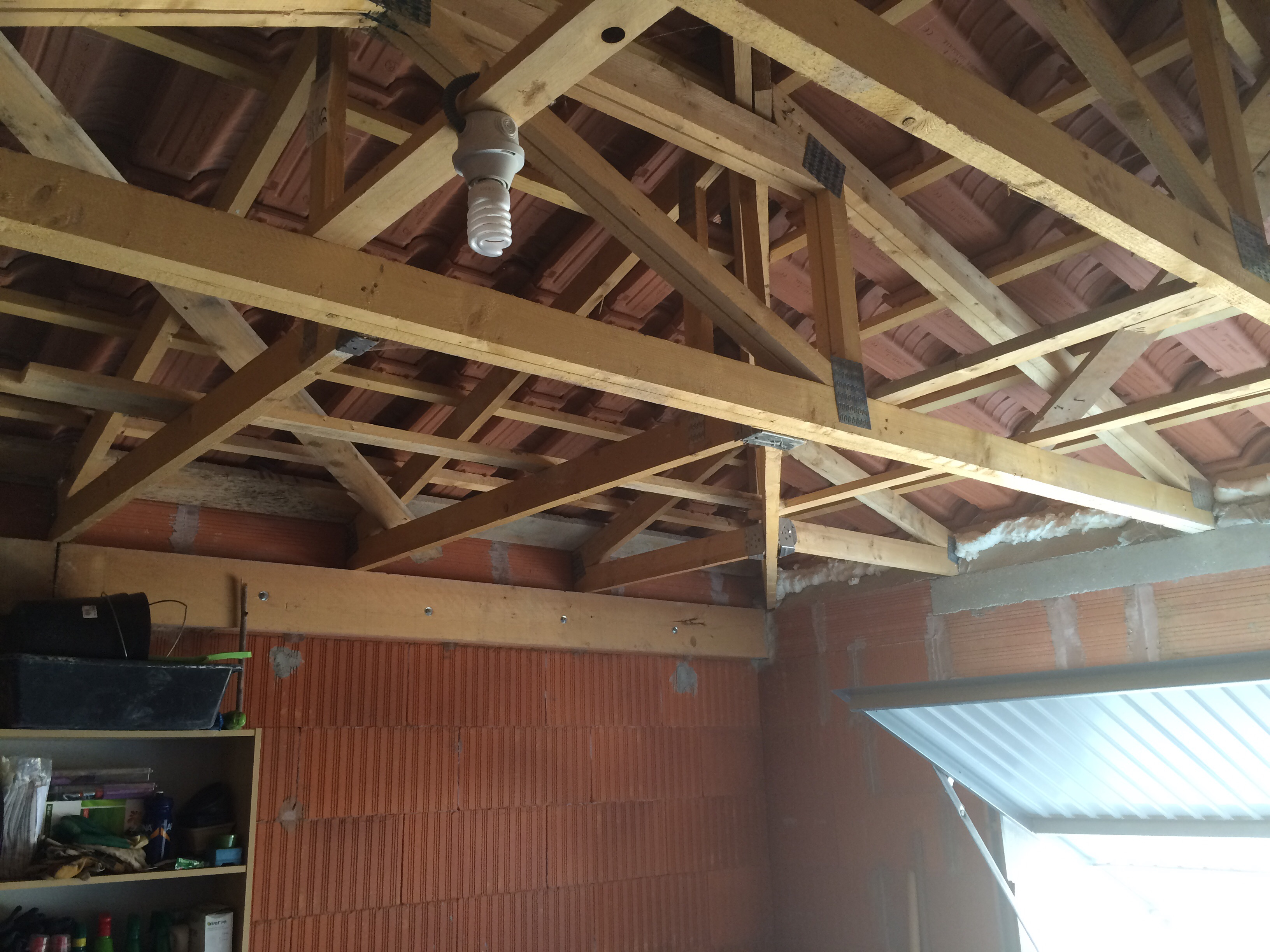 plafond suspendu sur charpente 3 pentes communaut leroy merlin. Black Bedroom Furniture Sets. Home Design Ideas