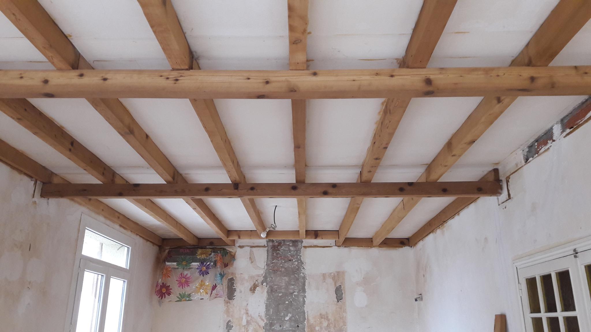 r solu peindre ou lasurer des poutres en bois. Black Bedroom Furniture Sets. Home Design Ideas